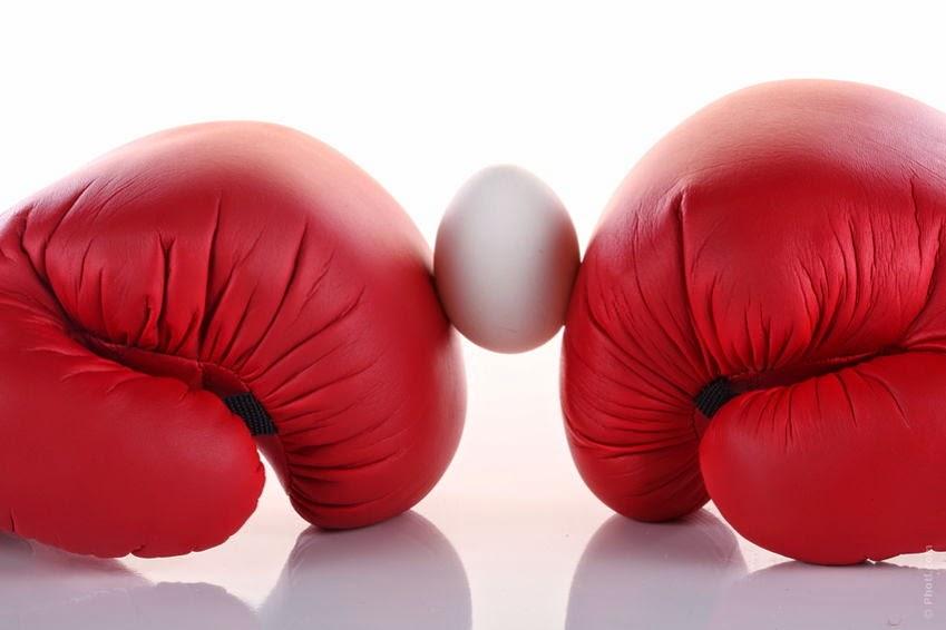 guantes de boxeo huevo en medio