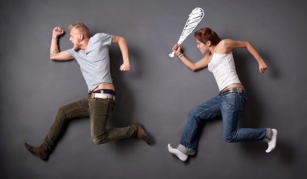 Mujer golpea a hombre