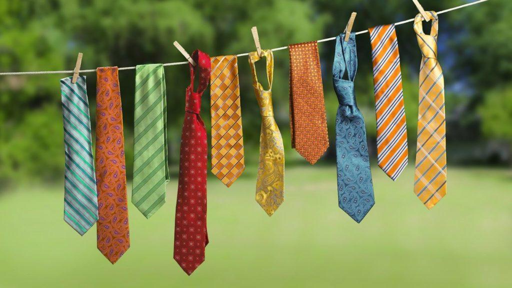 Corbatas colgadas