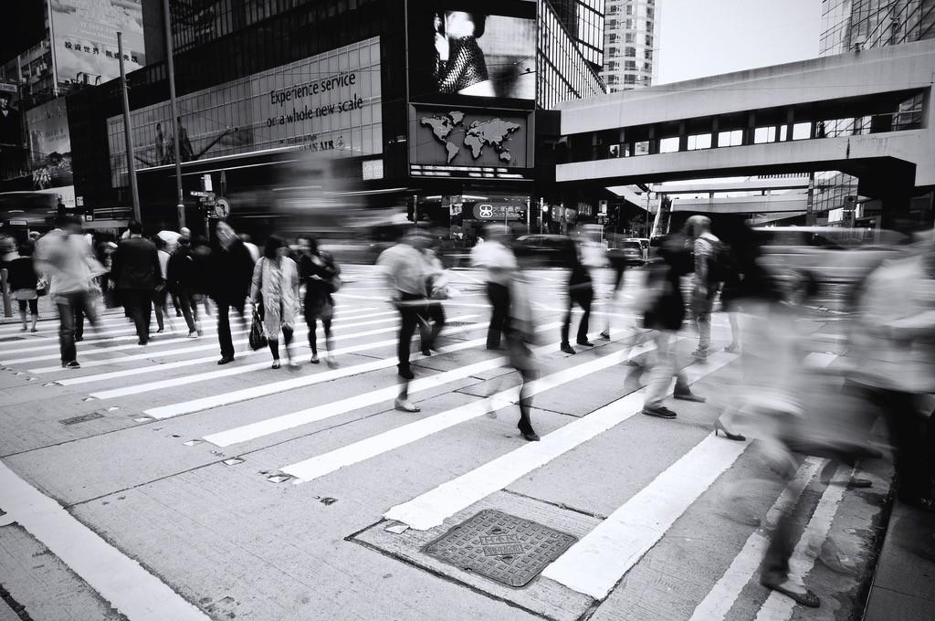 La atención plana: ¿Cómo la sociedad nos urge a consumir la vida, en vez de disfrutarla?